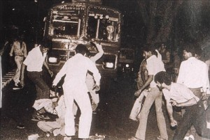 Sikh man being surrounded and attacked by mobs in 1984